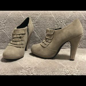 Gianni Bini ankle booties
